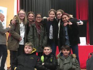 La delegazione dei ragazzi della 2E alla premiazione